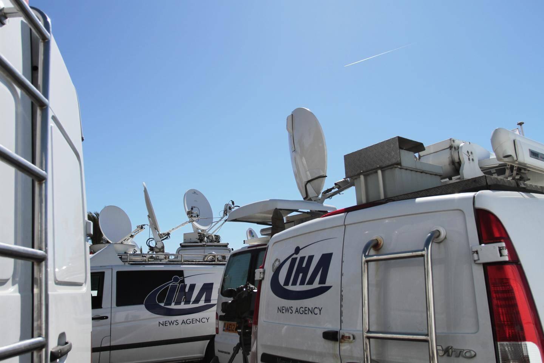 Les camions SNG permettent de diffuser en direct les reportages et interviews des journalistes.