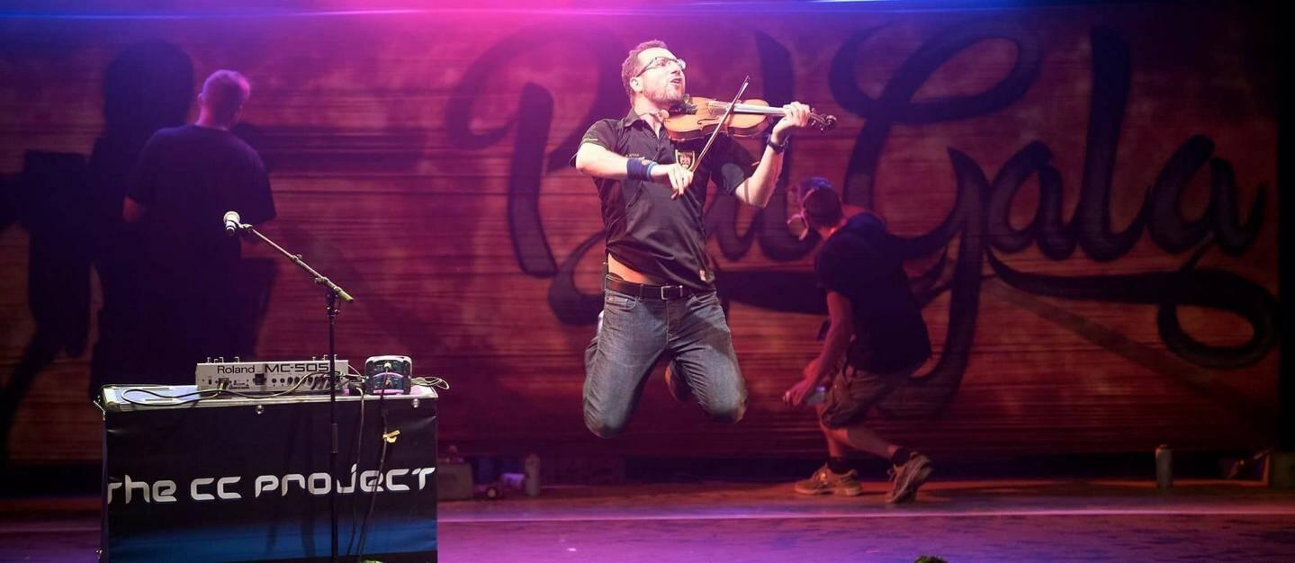 « The CC Projects  » envoûtera le public avec son violon électro.