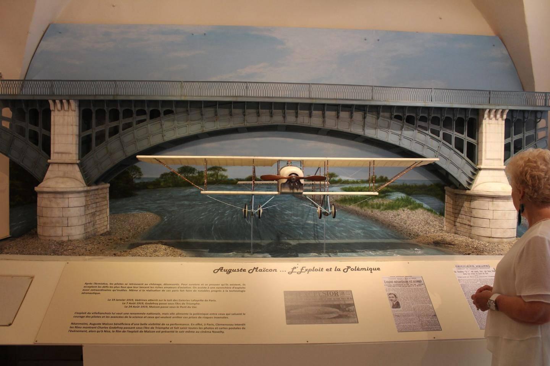 Un diorama créé spécialement par l'artiste Nathalie Puccio retranscrit l'exploit de la traversée sous le pont du Var en 1919.