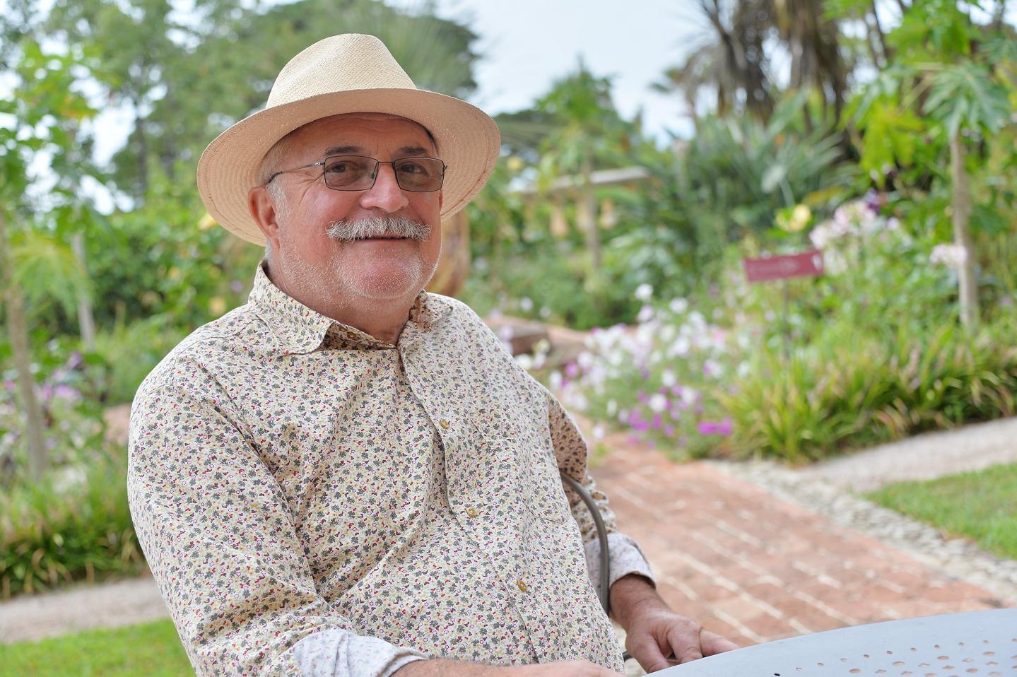 Hubert Arsento a grandi au jardin du Val Rahmeh avant de revenir y faire carrière en tant que jardinier.Aujourd'hui retraité, il nous confie ses souvenirs.