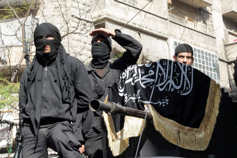 Des djihadistes d'Al-Nosra - branche d'Al-Qaeda -, dont fait partie le recruteur niçois Omar Omsen, et qui se battent en Syrie