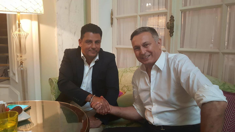 Poignée de mains «goldfingers» entre Selim Fendi et Claude Cardone.