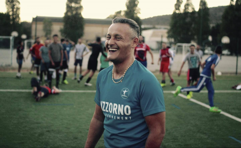 Avec son air de Didier Deschamps qui sourit, coach Azzedine n'est pourtant pas là pour rigoler.