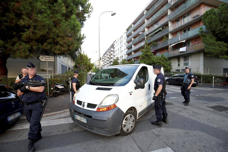 Opération de police dans la quartier de l'ariane
