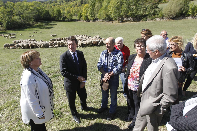 Aux côtés de Christian Estrosi et de Magali Surle-Girieud, maire de Colmars, de nombreux éleveurs.