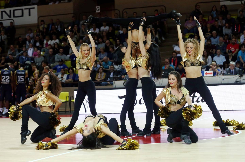 Un mélange de danse et d'acrobaties : c'est tout le savoir-faire de ces danseuses professionnelles.