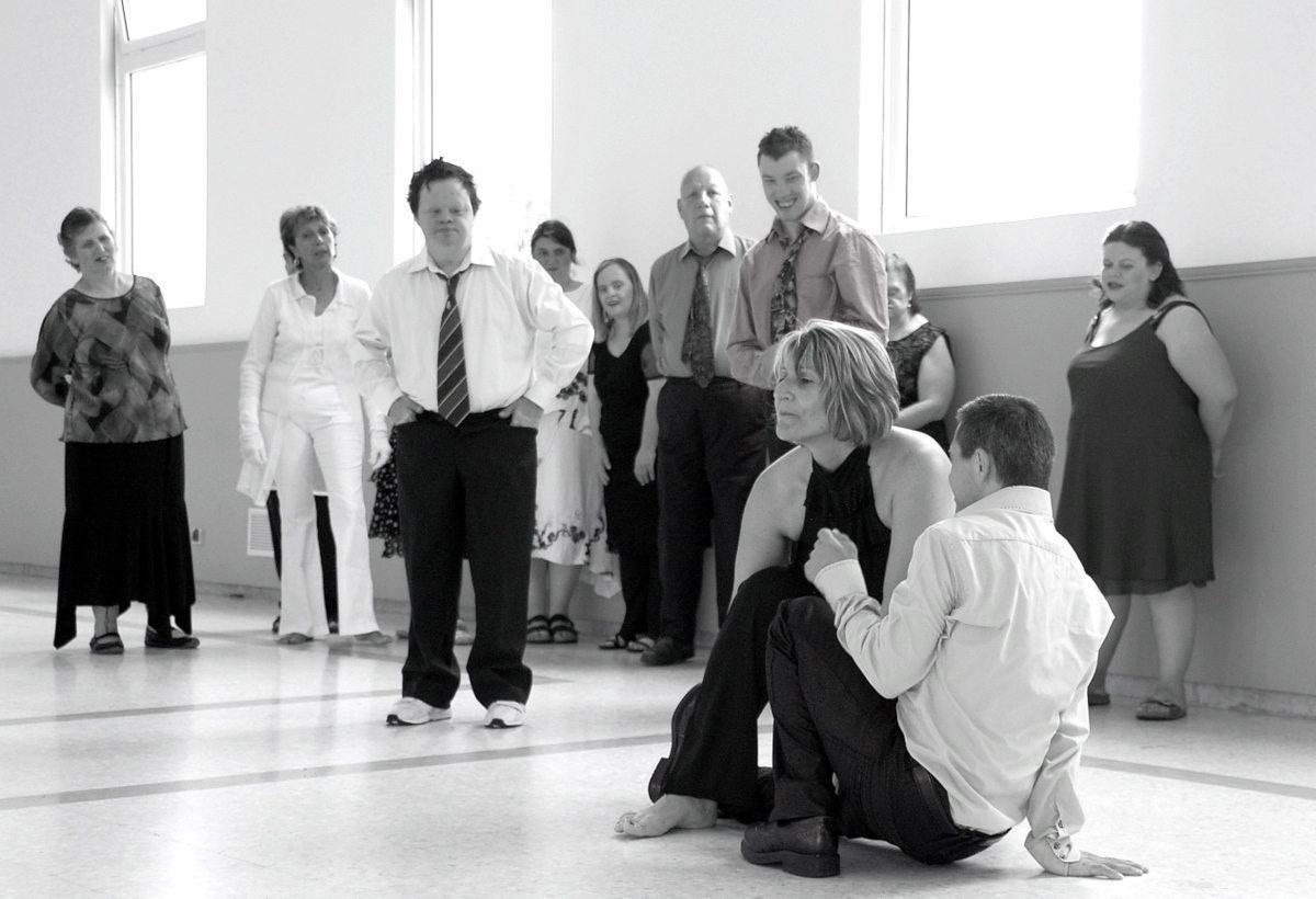 Les répétitions ont lieu tous les vendredis de 14 h à 16 h au studio M'road de Menton qui met gracieusement à disposition sa salle. Les participants bénéficient d'un ensemble de techniques d'apprentissage et d'expression adaptées à chaque individualité.