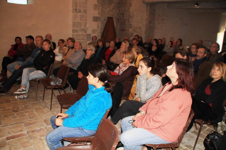 Une partie du public dans la chapelle Notre-Dame.