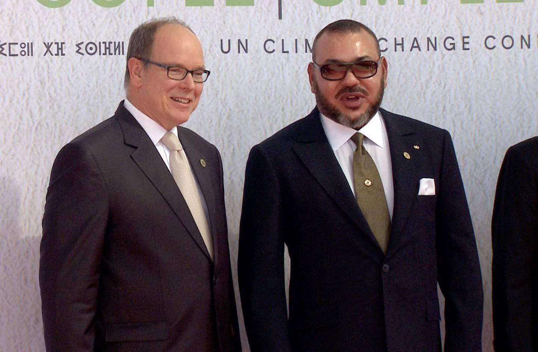 Le souverain a été accueilli hier à Marrakech, par le roi Mohammed VI.