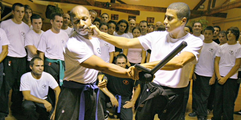 Michaël Kamga (à droite) est ceinture noire 4e Daan de Krav Maga, cette technique d'auto-défense d'origine israélienne.