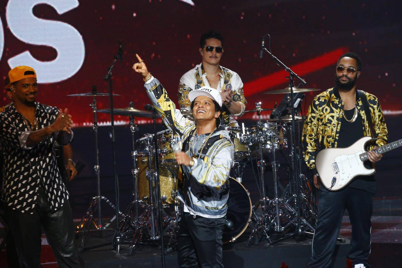 Ceremonie des NRJ Music Awards, le samedi 12 novembre 2016 au Palais des festivals de Cannes.Bruno mars