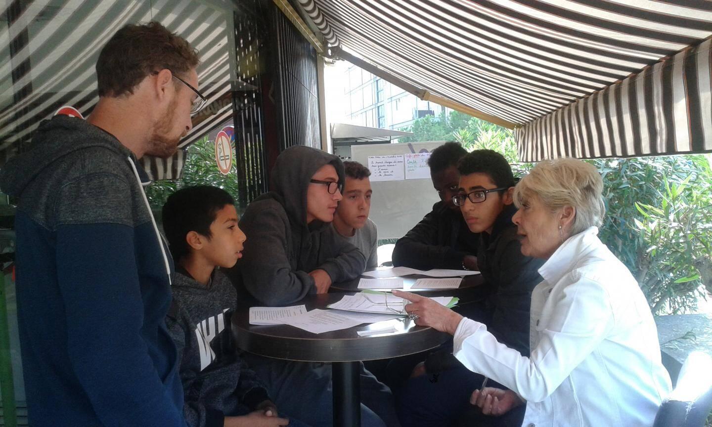 Des ateliers philo sont organisés tous les jeudis à destination des adolescents du coin, suivis par le SESSAD.