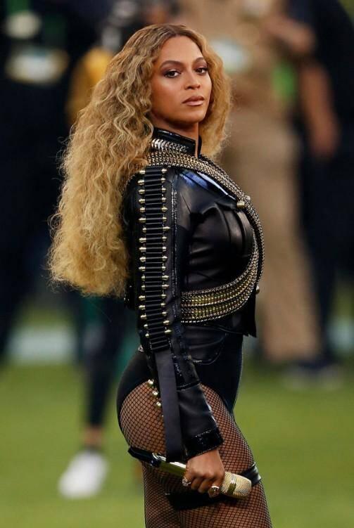 Beyonce a interprété Formation.