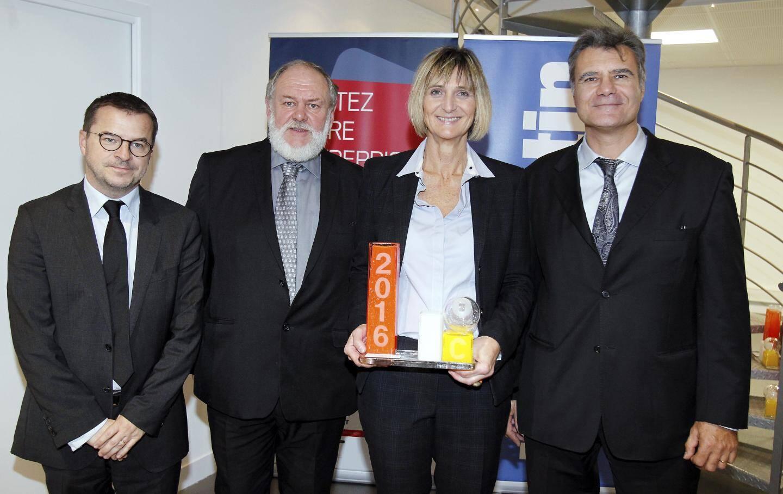 Anne Lechaczynski (La Verrerie de Biot), saluée par Denis Carreaux (Nice-Matin), Georges Bisson (CMAR Paca)et Daniel Falcone (FNAIM).