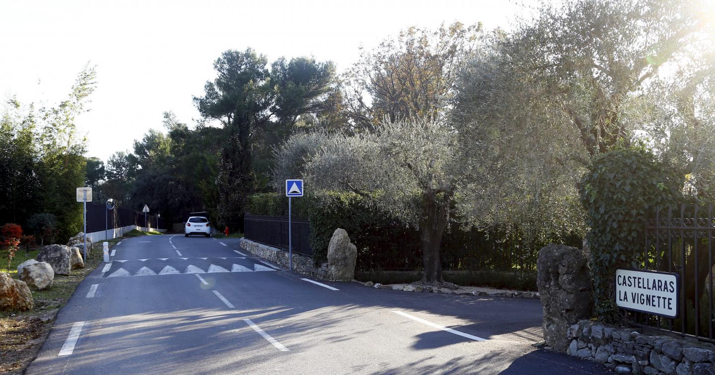 Situées sur la colline de Castellaras, les vastes propriétés de l'ancien émir du Qatar, la Vignette et la Bergerie sont reliées par une route souterraine depuis l'an dernier.