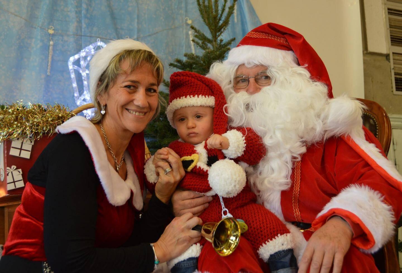 Papa Noël, maman Noël et bébé Noël : c'était charmant.