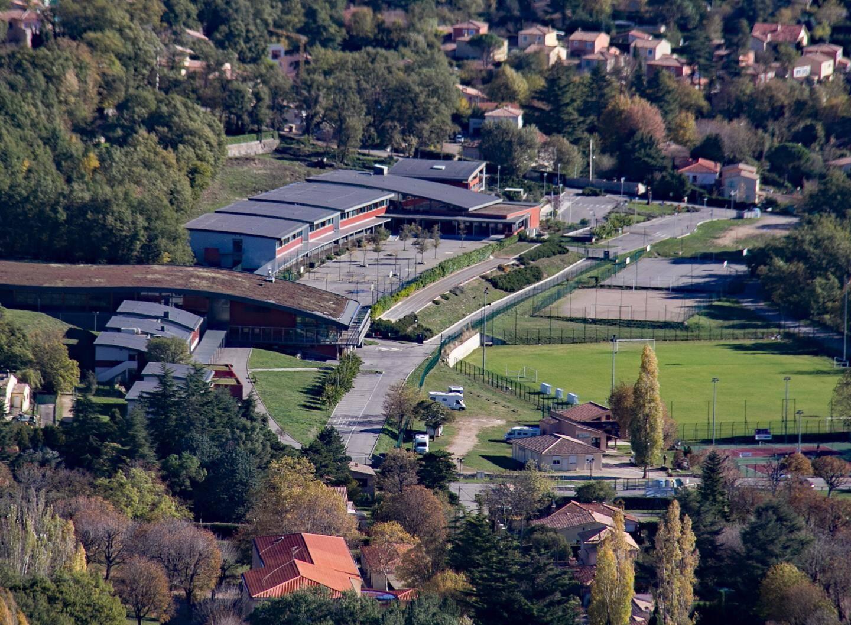 Une volonté de la commune, favoriser l'implantation des commerces au cœur ou en continuité du village. Ici, le début de chantier d'Ecomarché à Sainte-Anne.
