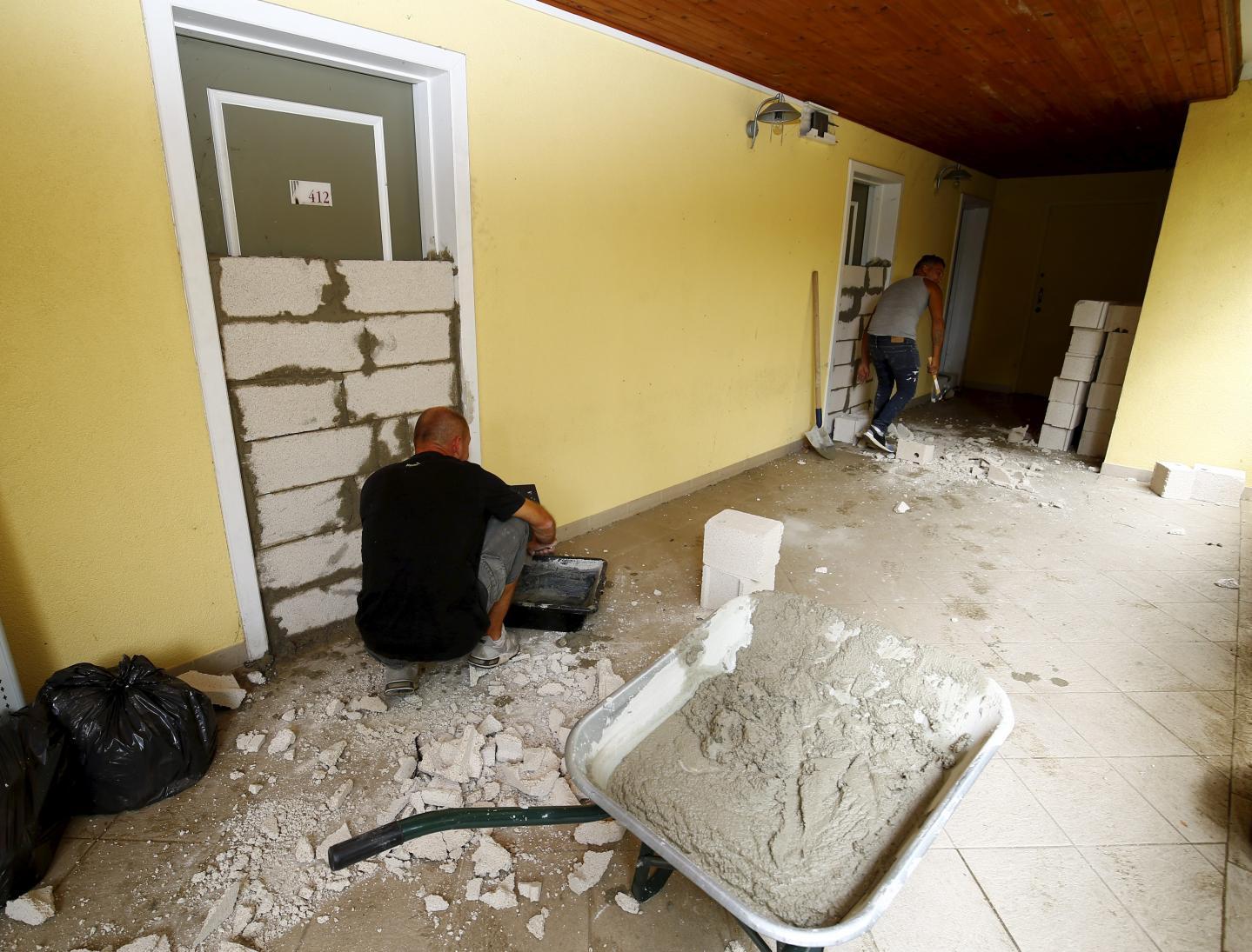 Certains ont opté pour une méthode radicale afin de tenter de préserver leurs logements des intrusions : les faire murer.