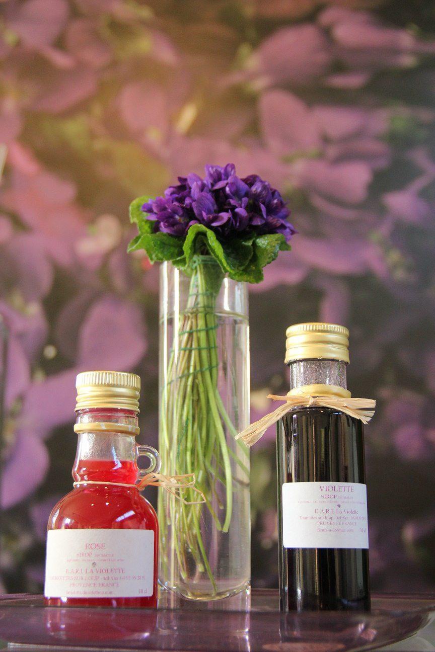 Pourquoi pas un kir au sirop de violette ou de rose ?(DR)