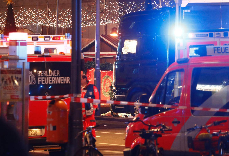Les policiers et les pompiers ont évacués les blessés.