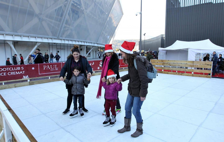 La patinoire a été très demandée par les enfants... autant que le match !