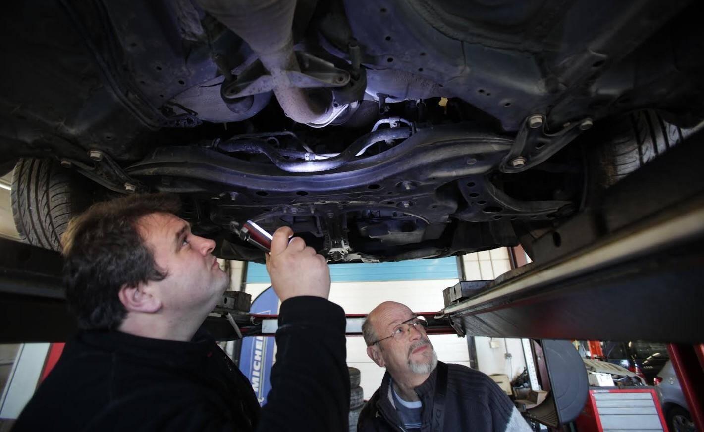 Tous les véhicules subissent une révision complète par des professionnels, dans un garage AD, partenaire de l'association.