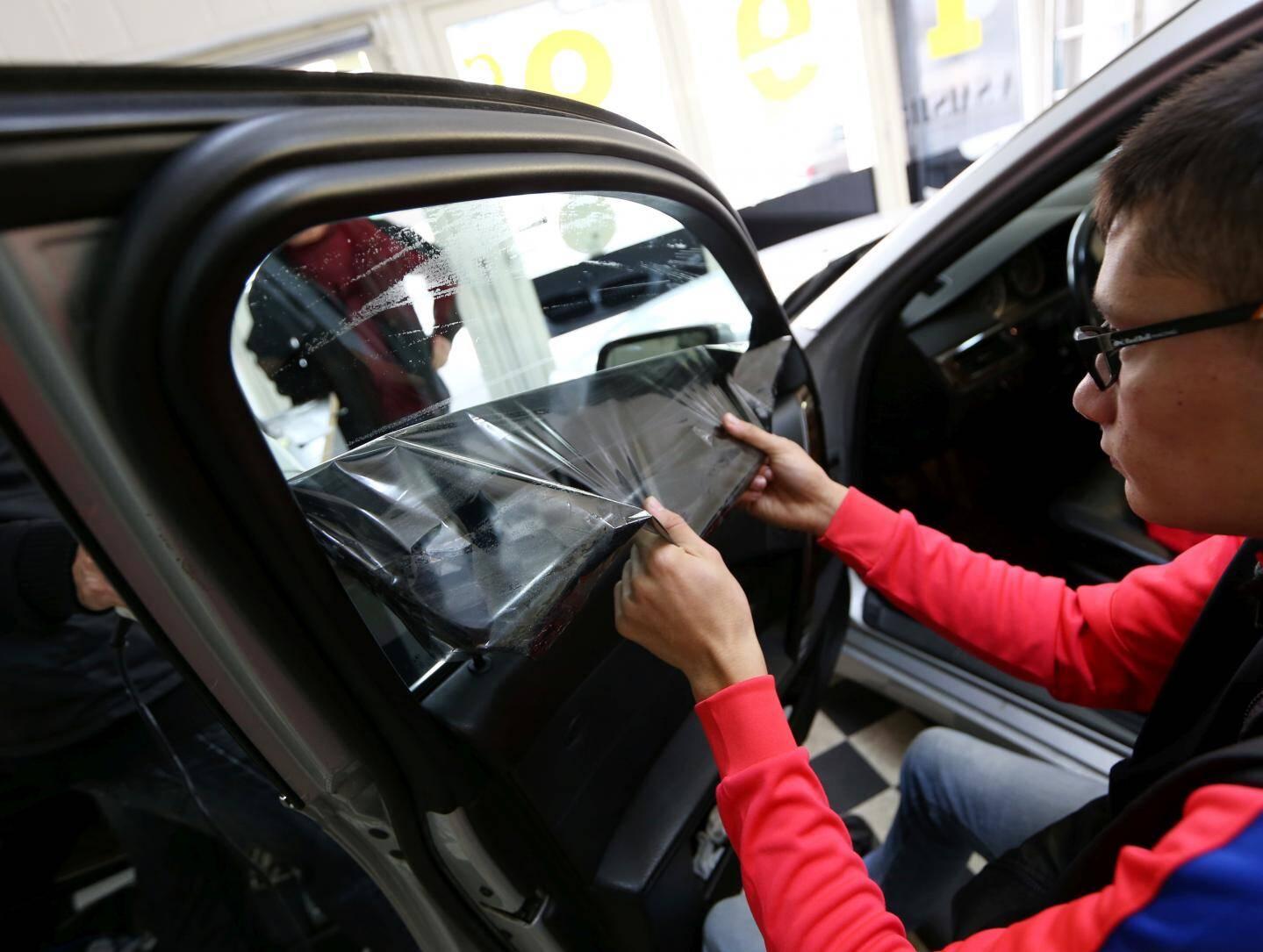 Les vitres surteintées seront sanctionnées d'une amende de  135 euros. Environ 2,2 millions d'automobilistes seraient en infraction.