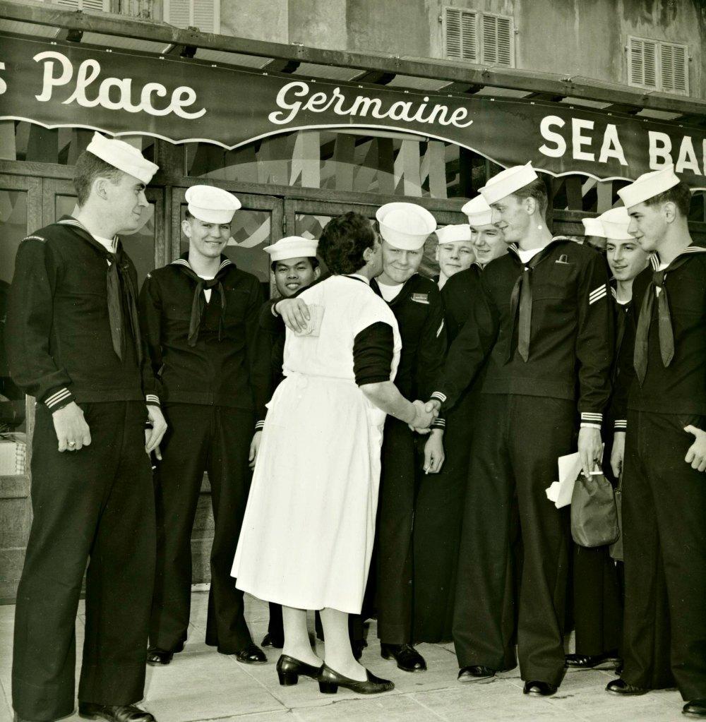 La mère Germaine et les matelots américains.