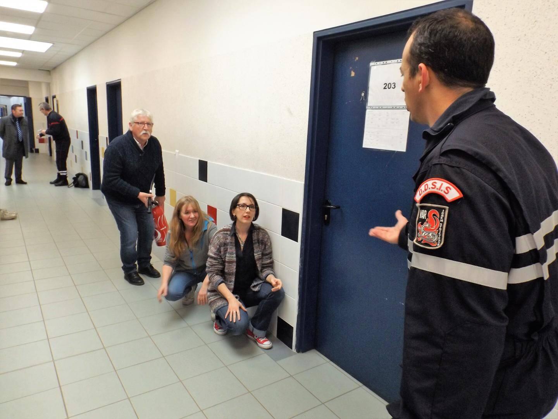 L'adjudant Olivier Albert stresse les participants pour mieux observer leur réactivité en conditions réelles.
