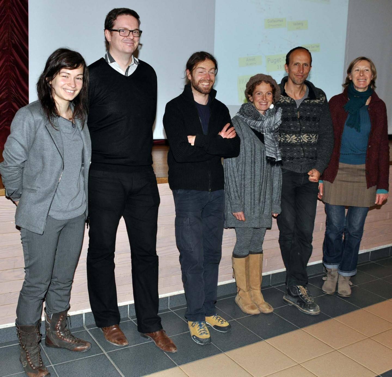 Les membres de l'association dans la salle de fêtes de Puget-Théniers, avant la réunion de lundi.
