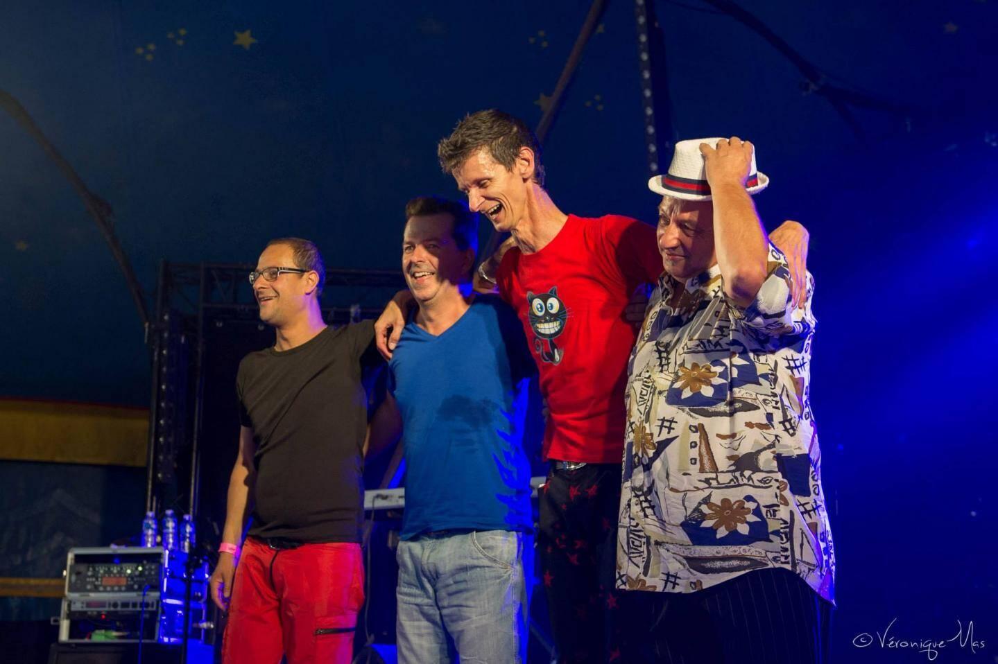 Patrik Cottet-Moine, Frank Durand (batteur), Frédéric Javegny (clavier) et Patrick Messina (bassiste), des joyeux drilles se redonnent en spectacle.
