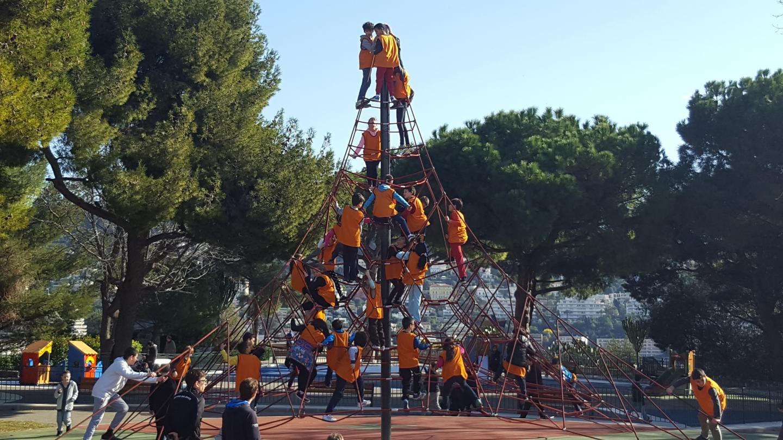 Au frais… luge et bonhomme de neige à Andon avant de prendre de la hauteur au Château de Nice. D'autres activités, comme un tournoi de dodgeball, ont été organisées. 35 euros par enfant pour la semaine. (DR)