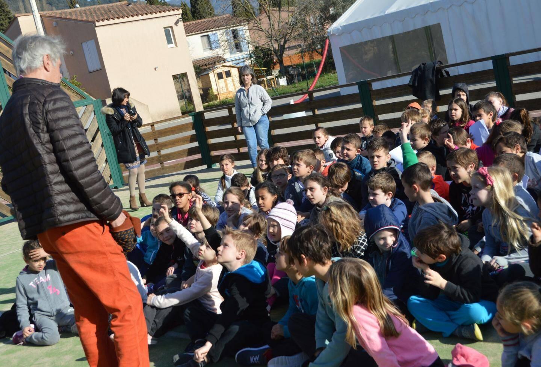 Un contact facile entre le parrain du festival et les écoliers qui sont partie prenante de l'édition 2017.