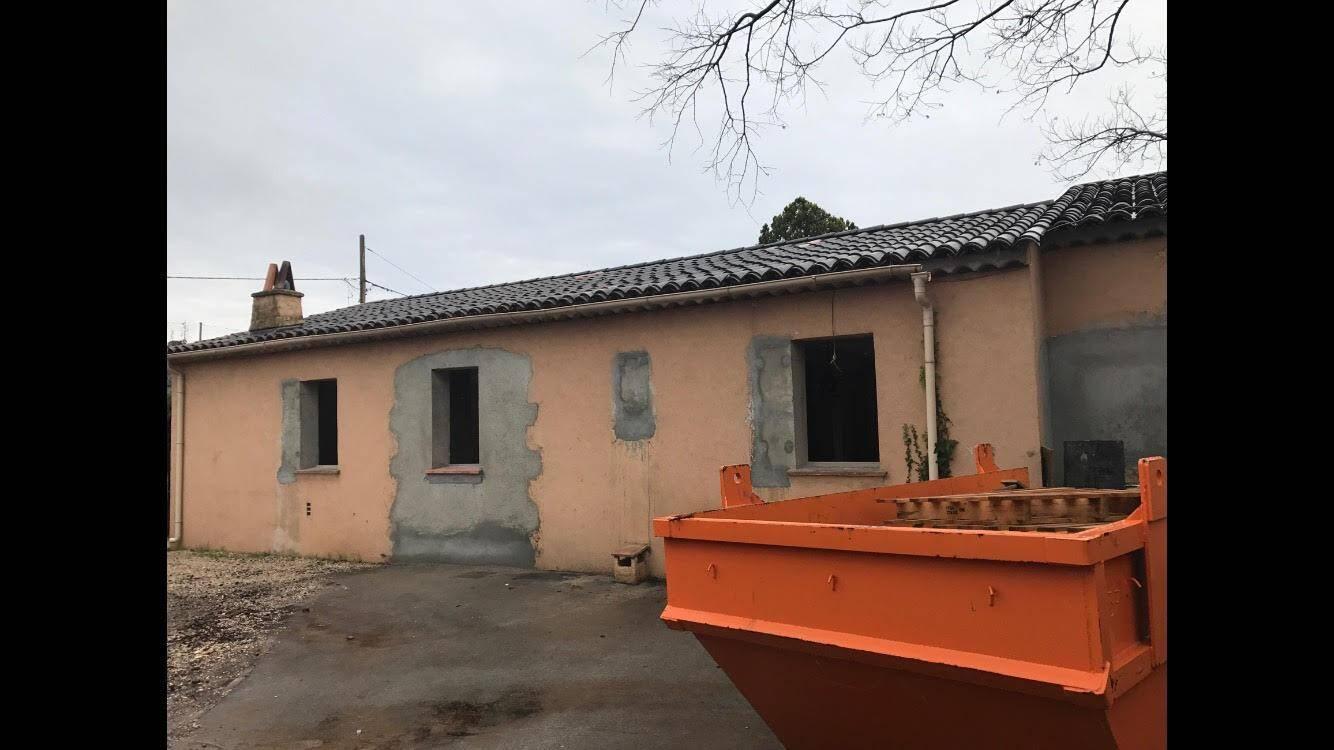Le dortoir des petits de S.-Lorière est aménagé dans l'ancien logement de fonction.