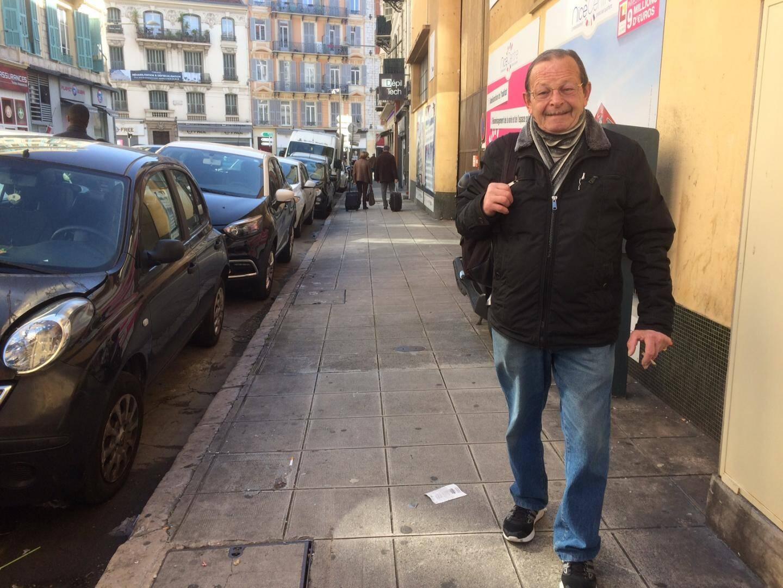 """Emile, 68 ans: """"j'aime être à pied, je discute, je fais des rencontres""""."""