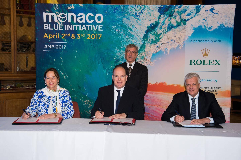 Autour du souverain, les trois pays ont également signé le Manifeste de Monaco pour les océans, pour unir toutes les énergies au service des océans.