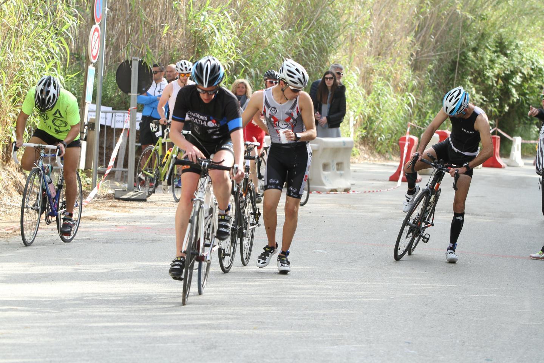 Après les 800 m de natation, il y avait encore 20 km à parcourir à vélo...