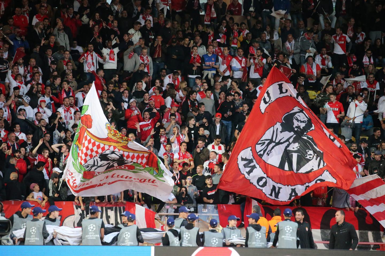 Les supporters monégasques dans les tribunes du stade Louis II