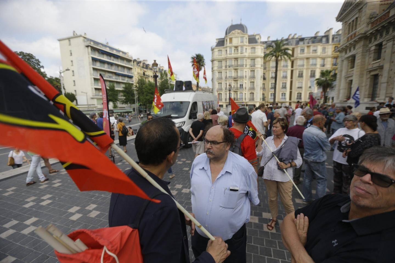 Les syndicats devant la gare du Sud mardi à Nice.