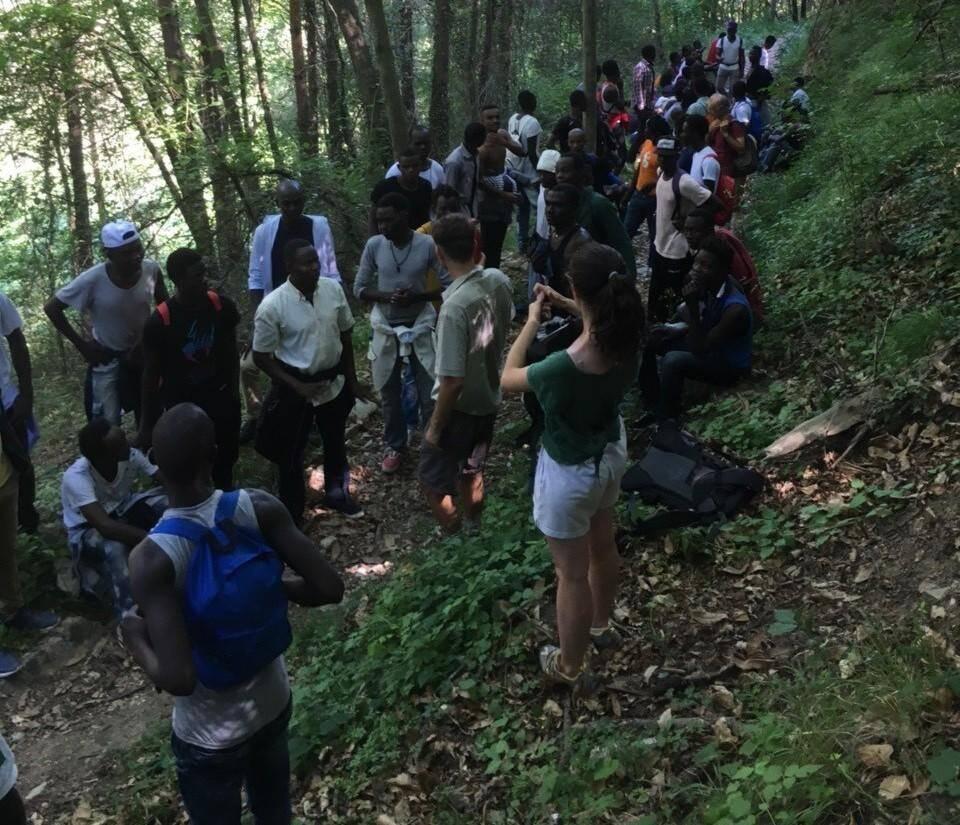 Un groupe de demandeurs d'asile dans la vallée de la Roya.