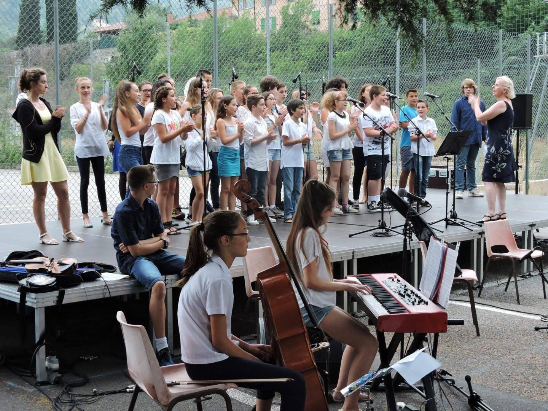 C'est plein d'entrain que les collégiens ont chanté ou joué de leurs instruments après une année de préparation.