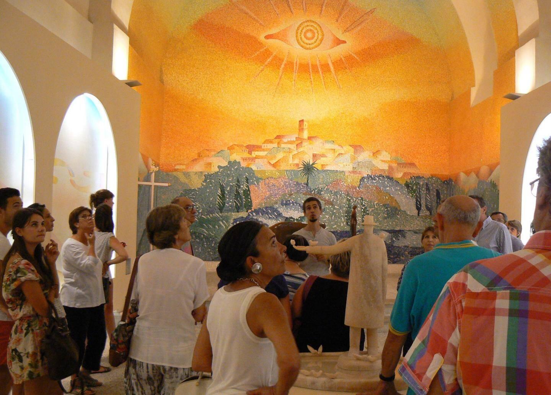 La visite se termine à la  chapelle Folon.