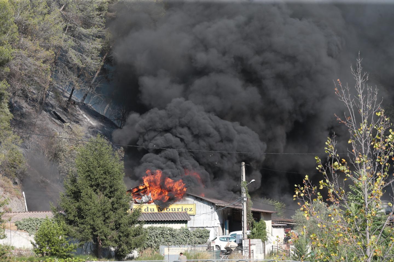 Le garage du Mouriez atteint par les flammes.