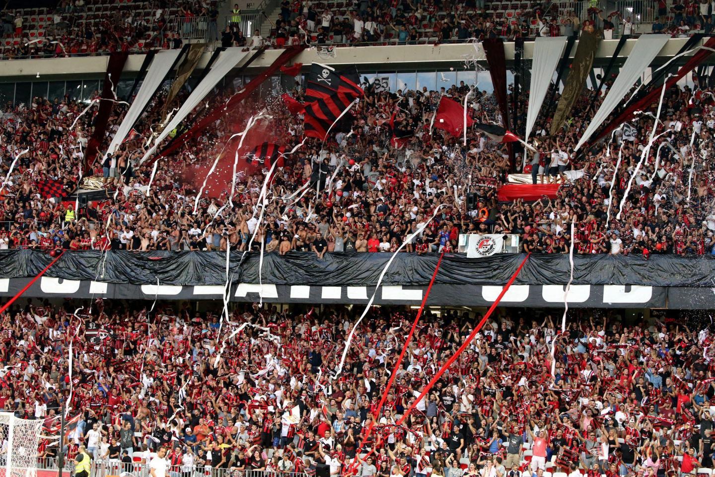 Les supporters de l'OGC Nice présents dans le stade. -