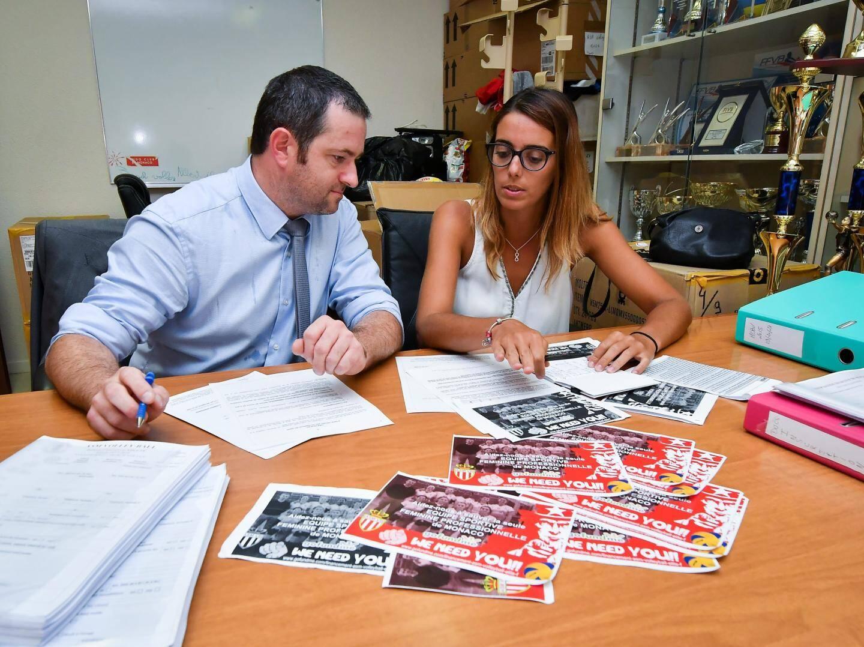 Gilles Brillant et Caroline Revel Chion travaillent d'arrache-pied pour parvenir à boucler leur budget.