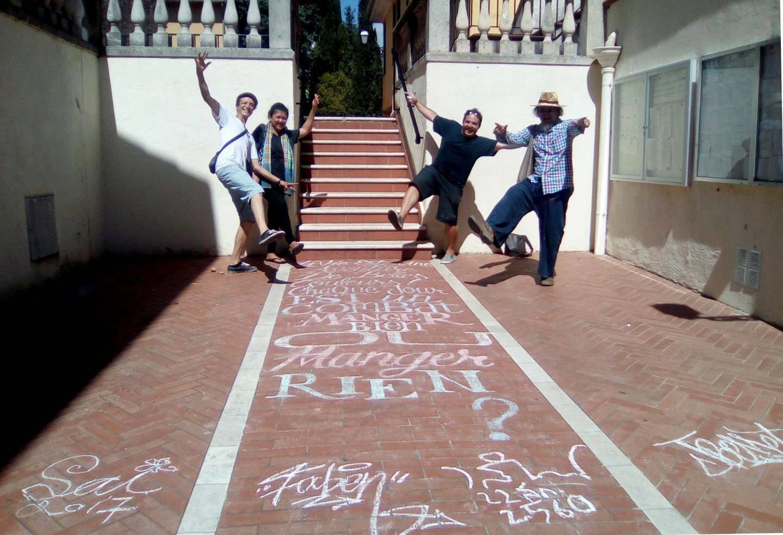 Avec Faben, Sai Wannaphonr, Vasan Sittiihket, un réseau d'artistes pour un monde de paix.