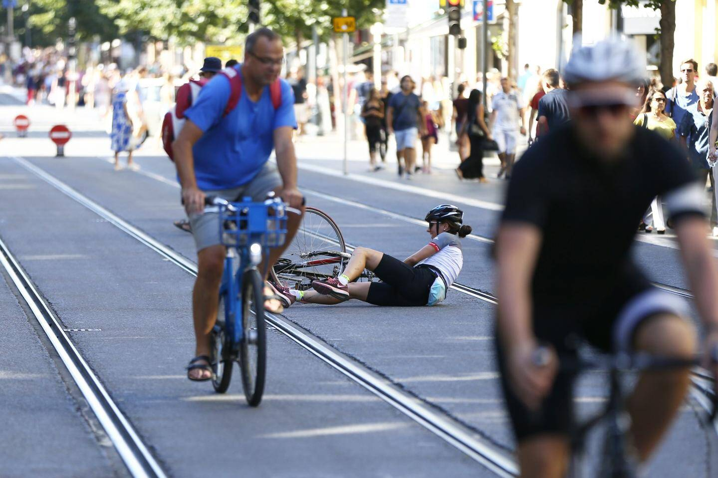 Encore récemment, une cycliste a chuté sur les voies du tramway, avenue Jean-Médecin. La roue de son vélo s'est bloquée dans les rails. Un accident qui n'est pas une exception...