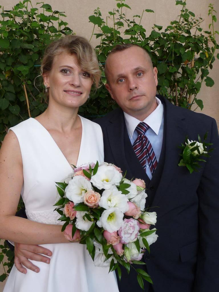 Tatiana Yushutina, conseillère de ventes, et Yevguen Volkov, militaire.