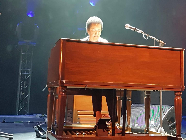 Rhoda Scott, toujours pieds nus lorsqu'elle joue de l'orgue.