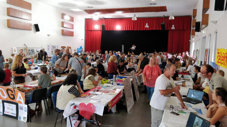 Plusieurs dizaines d'associations locales ont proposé leurs services à un large public tout au long de la journée.